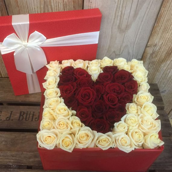flower box rozen hart kames bloemen. Black Bedroom Furniture Sets. Home Design Ideas