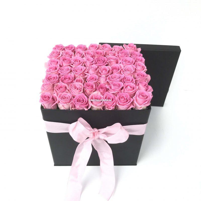 flower box hoog zwart met prachtige roze rozen kames bloemen. Black Bedroom Furniture Sets. Home Design Ideas