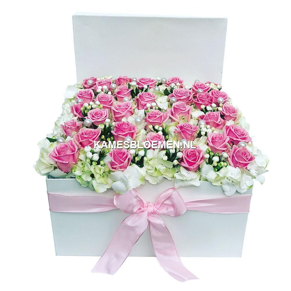 flower box wit mama met prachtigeroze rozen kames bloemen. Black Bedroom Furniture Sets. Home Design Ideas